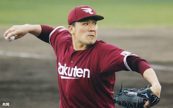 今季から古巣楽天に復帰し、練習試合で登板する田中将=共同