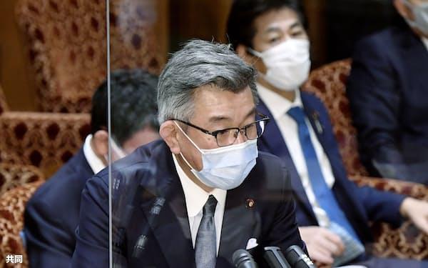 参院予算委で答弁する武田総務相(5日午前)=共同