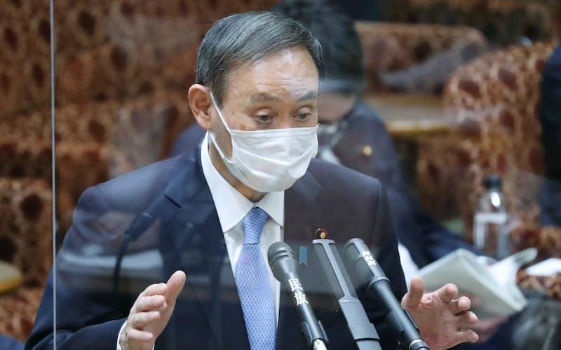 参院予算委で答弁する菅首相(5日午前)