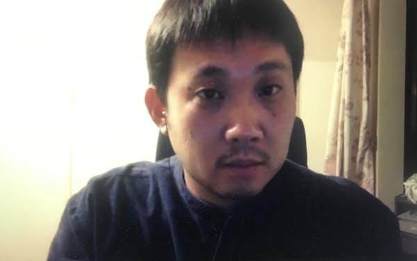 ベルリン国際映画祭の受賞発表の直前、インタビューに応じる濱口竜介監督