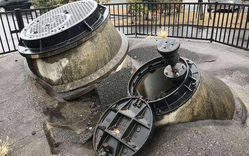 千葉県浦安市は液状化被害を受けた施設を当時の姿のまま保存している(高洲中央公園)