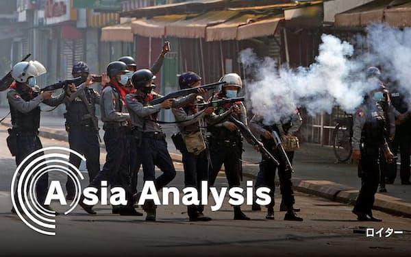 ミャンマーの国軍・警察はクーデターに抗議する市民に発砲し、多数の死傷者が出ている(2月28日、ヤンゴン)=ロイター