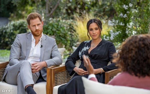 CBSの番組オプラ・ウィンフリー・ショーに出演するヘンリー王子とメーガン妃=ロイター