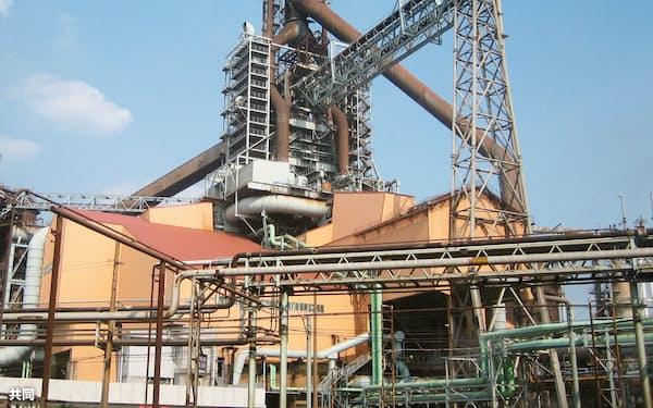 日本製鉄が休止する東日本製鉄所鹿島地区の高炉(茨城県鹿嶋市)=共同