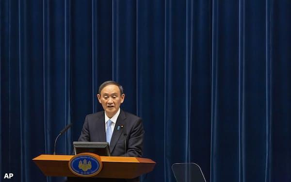 5日の記者会見は菅首相の五輪開催へのこだわりがにじみ出た=AP