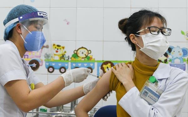 ベトナムはワクチン接種が遅れている(8日、ハイズオン省)=ロイター