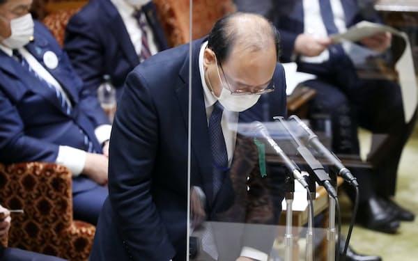 接待問題で陳謝する谷脇康彦前総務審議官(8日午後)