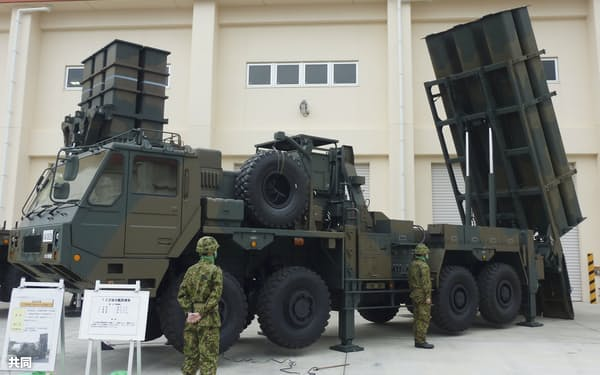 陸自車両から発射する三菱重工業の「12式地対艦誘導弾」=4月、沖縄県宮古島市