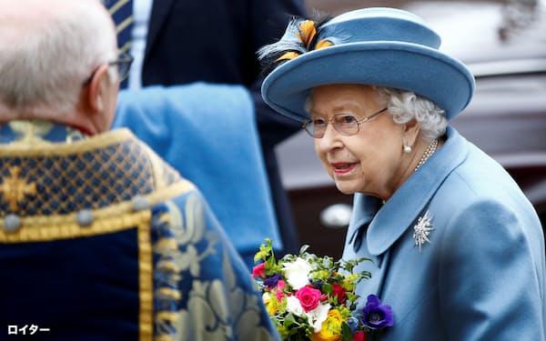 英国のエリザベス女王(9日)=ロイター