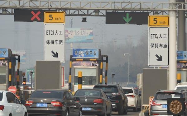 中国は高速道路を延ばしている(10日、遼寧省大連市)