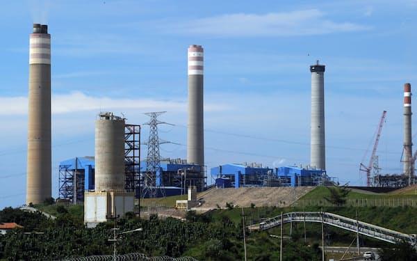 三井物産はパイトン石炭火力発電所の保有権益を手放す方向だ(インドネシア・東ジャワ州、2010年撮影)