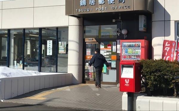 郵便局は住民が現金を引き出せる数少ない場所だ(北海道鶴居村)