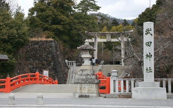 武田家の居館「躑躅ケ崎館」跡に創建された武田神社(甲府市)