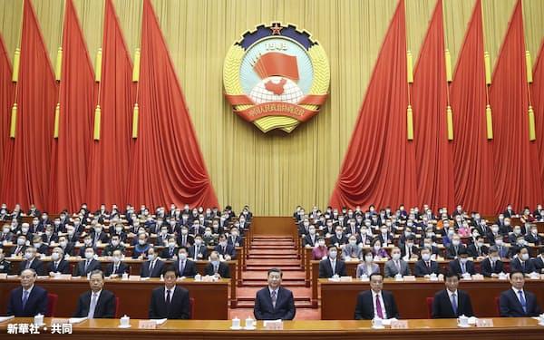 習氏は22年の党大会で3期目をめざす(4日、北京)=新華社・共同