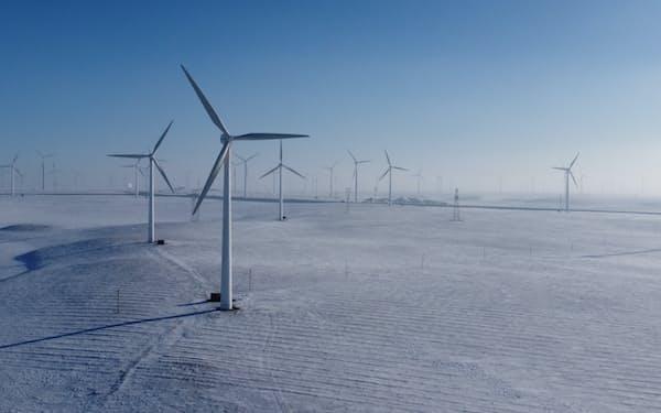 中国では風力発電部品の需要が高まっている(2020年12月、中国・内モンゴル自治区)