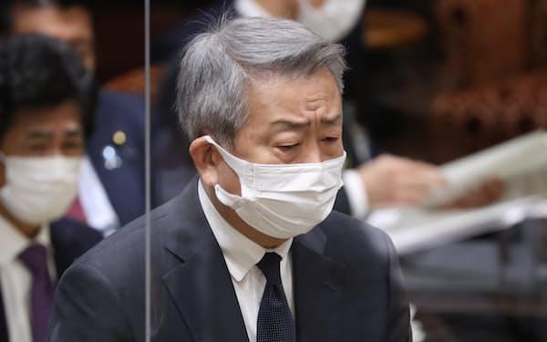 総務省幹部への接待問題で説明するNTTの澤田純社長(15日、参院予算委)