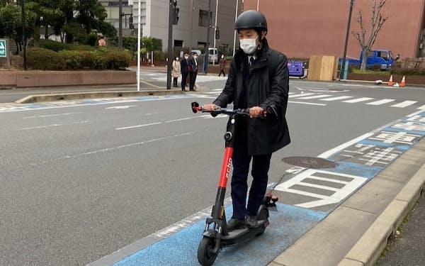 自転車専用レーンを使った、長谷川工業の実証実験の様子(千葉市)