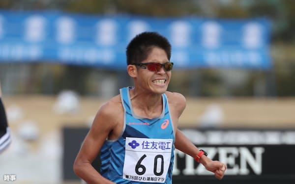 びわ湖毎日マラソンで2時間7分27秒の自己ベストをマークして10位に入った川内優輝(2月28日、滋賀・皇子山陸上競技場)=時事