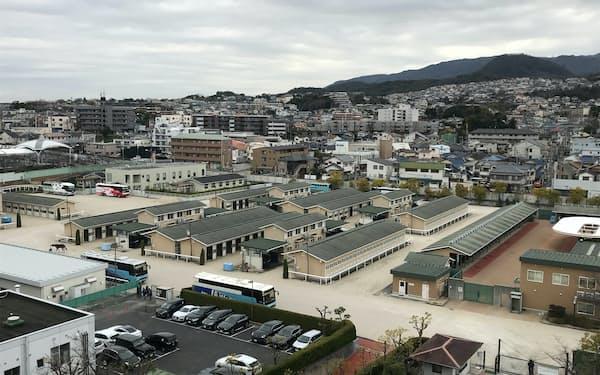 規制薬物検出による処分を取り消した問題では、JRA側に不手際があった(阪神競馬場の厩舎地区)