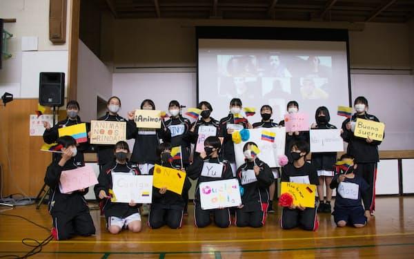 四條畷学園中学の女子バスケ部はコロンビア車いすバスケチームと交流会を開いた(2020年11月)