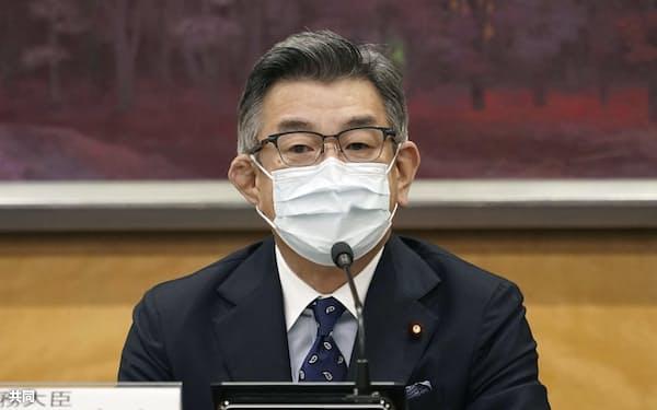 第三者委員会の初会合で発言する武田総務相(17日午前、総務省)=共同