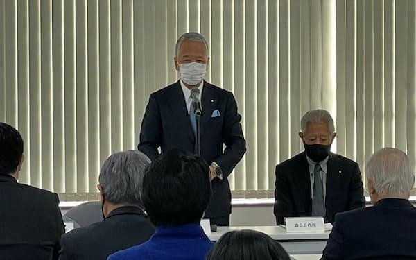 麻生派の総会であいさつする甘利氏(18日、都内)