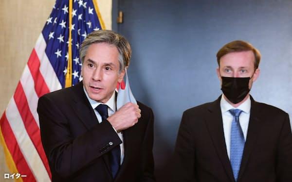 ブリンケン米国務長官(左)は人権や安全保障などの懸念を伝えたと明らかにした=ロイター