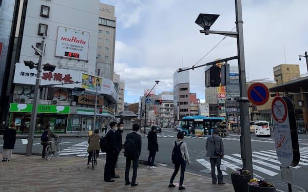 観光客の減少などが響き、長野市の商業地も下落に転じた(長野駅前)