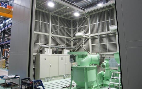 粉体加工装置は完成後、防音室で試運転する(ホソカワミクロンの大阪工場、大阪府枚方市)