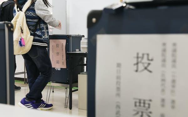 期日前投票をする有権者(2017年衆院選)