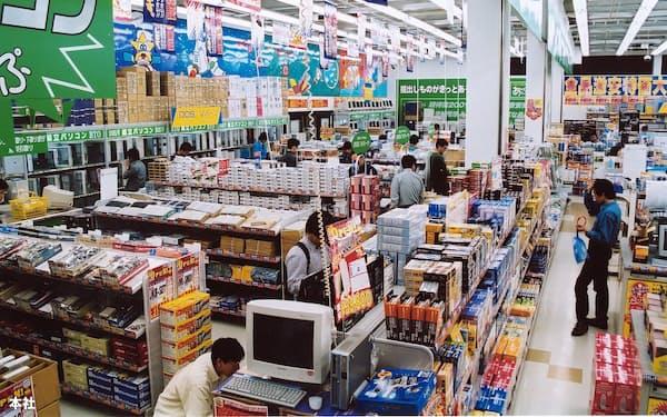 アプライドが展開するパソコン専門店の店内。人気投資ブロガーのみきまるさんは、同社の株を「ノンコロナ銘柄」の典型として主力に据えた