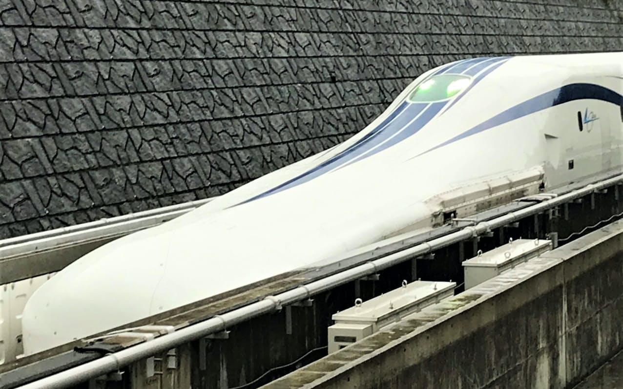 リニア中央新幹線の試験車両(山梨県都留市)