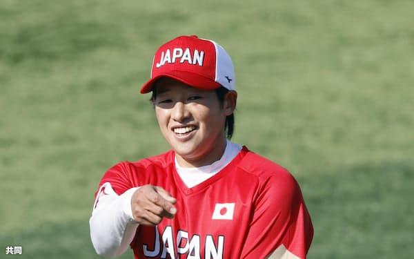 2020年11月の日本代表合宿でキャッチボールする上野(横浜)=共同