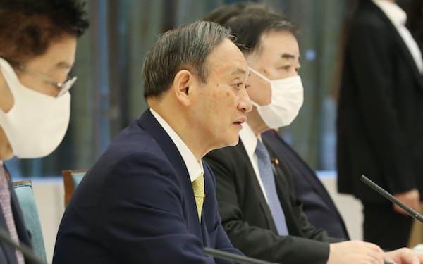 新型コロナに影響を受けた非正規雇用労働者等に対する緊急対策関係閣僚会議で発言する菅首相(23日午前、首相官邸)