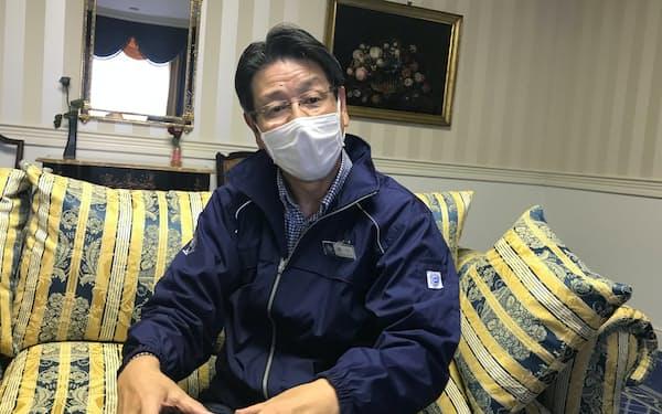 坂口社長はリモート時以外はマスクを外さないなど、対策を徹底(長崎県佐世保市)