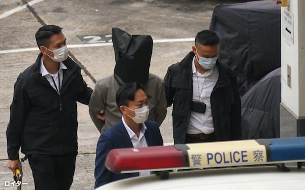 22日、李宇軒氏を含む8人が中国本土から香港に送還された=ロイター