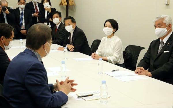 人権侵害制裁法の制定を目指す超党派議員の準備会合が開かれた(24日、国会内)