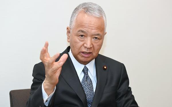 自民党ルール形成戦略議員連盟の甘利明会長(24日、東京都千代田区)