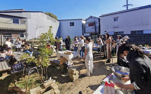 北加賀屋の畑の一角にはピザ窯もあり、様々なイベントが開かれる(2021年2月、大阪市住之江区)