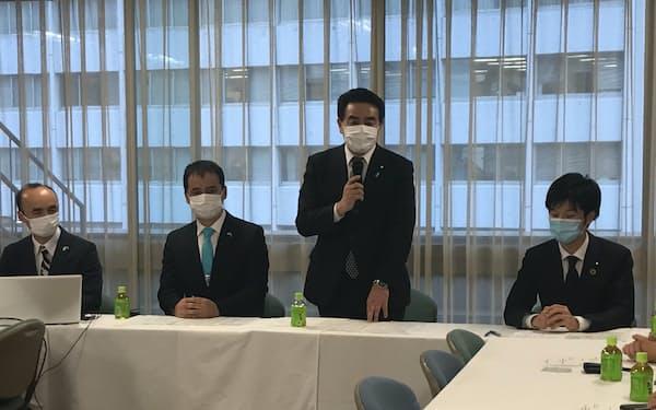 人権外交PTで冒頭にあいさつをする佐藤正久外交部会長
