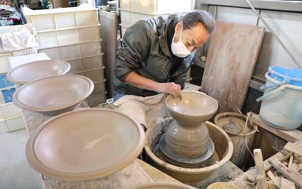 瀬戸本業窯は昔ながらの手作業にこだわる(愛知県瀬戸市)