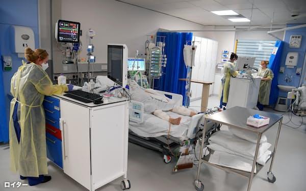 新型コロナウイルスの治療を終えて退院しても、さまざまな症状を訴える人は多い=ロイター