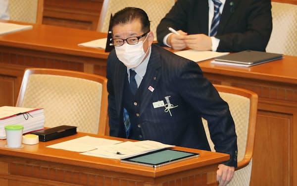大阪府・市の広域行政を一元化する条例案を採決する大阪市議会に臨む松井市長(26日午後)