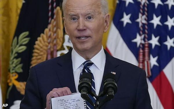 バイデン米大統領は中国との競争に打ち勝つ決意を示した(ホワイトハウス、25日)=AP