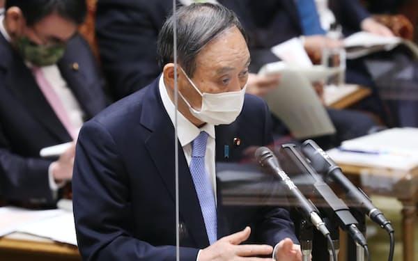 参院予算委で答弁する菅首相(26日午前)