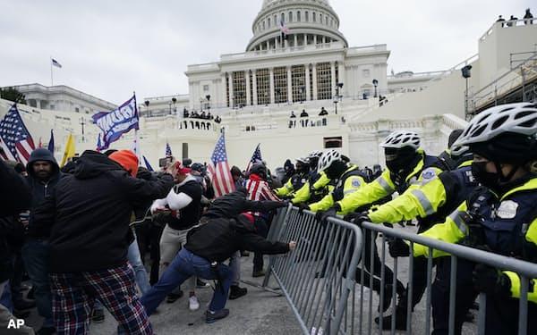 トランプ氏支持者による米連邦議会議事堂の襲撃・占拠事件は世界に衝撃を与えた=AP