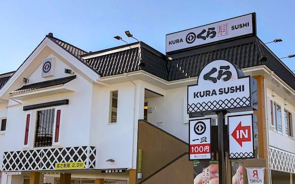 くら寿司は「100円」の下に「税込110円」と加えた看板に変更
