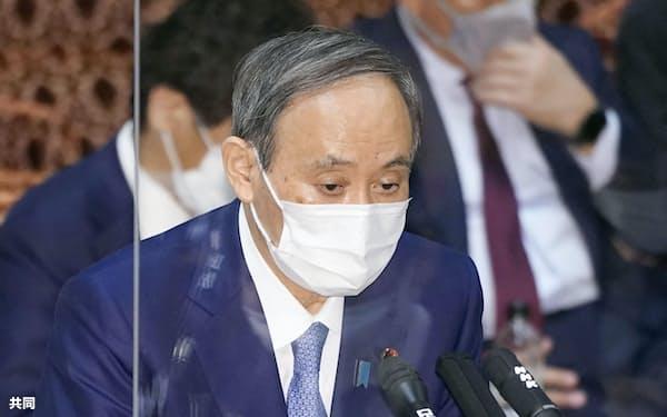 参院予算委で答弁する菅首相(15日)=共同