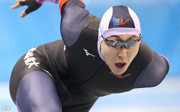 2月の全日本選抜大会男子500メートルで優勝、実力を証明した=共同