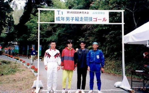 1999年秋の国体山岳競技の縦走種目で大山さん(左端)らと一緒の群馬県チームで優勝した